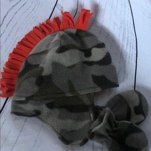 Osh Kosh camo hat & mitten set w/orange mohawk